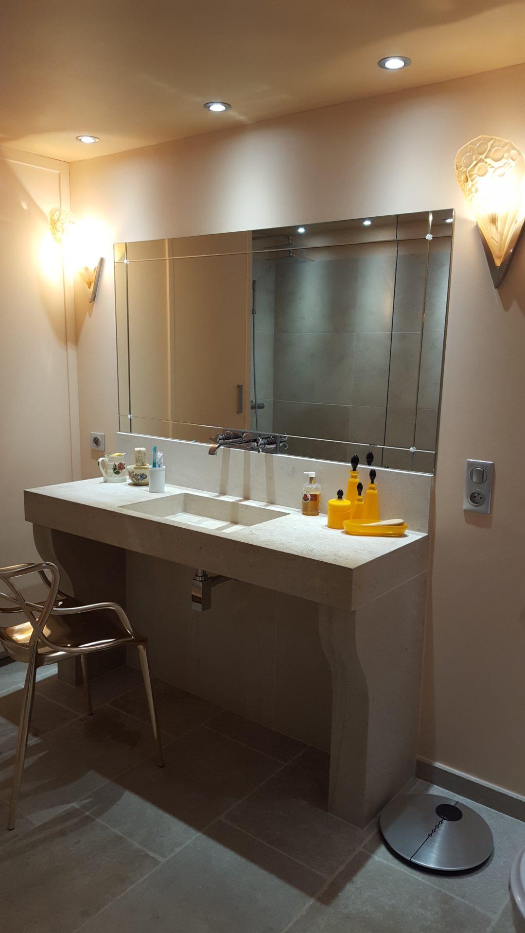 plan de travail en pierre pour salle de bain