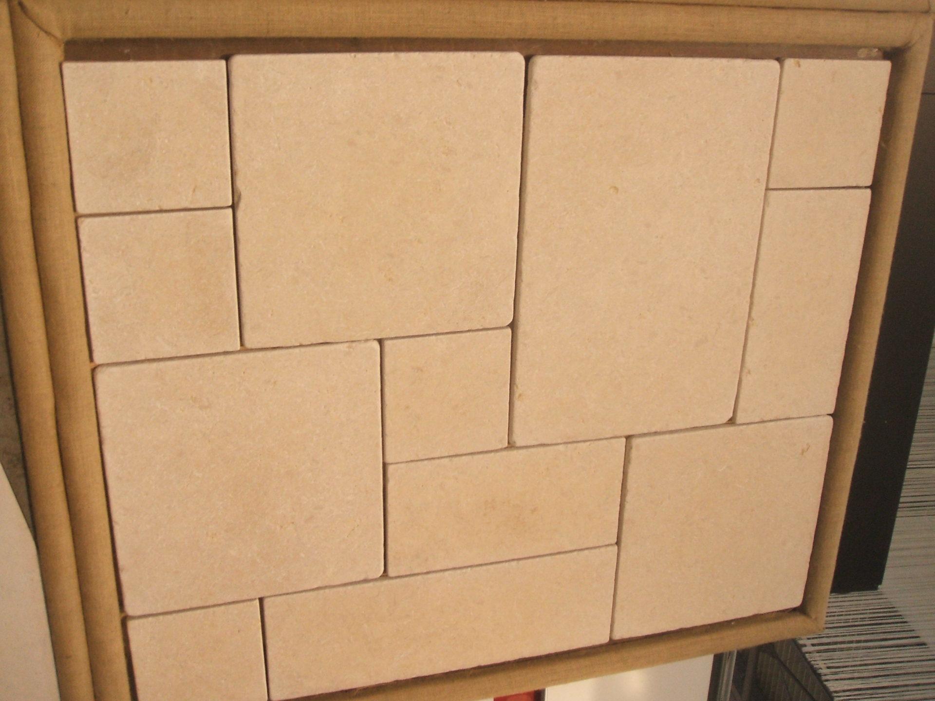 Dallage en pierre original mélangeant différentes tailles