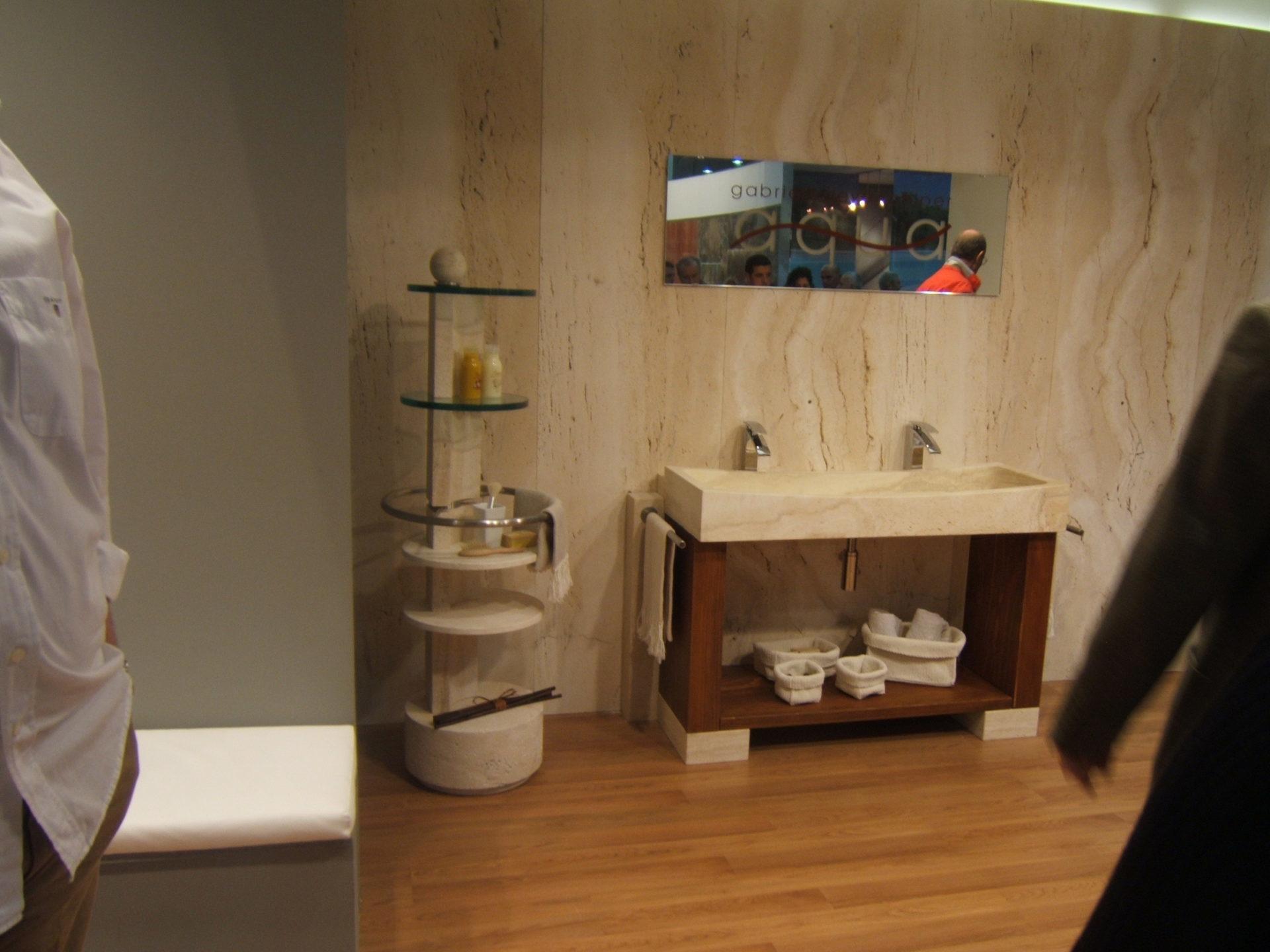 Double vasque en pierre pour salle de bain